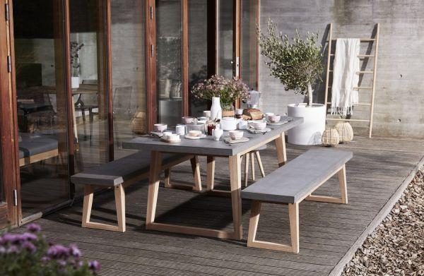 Gartenmöbel aus Holz und Fiberstein